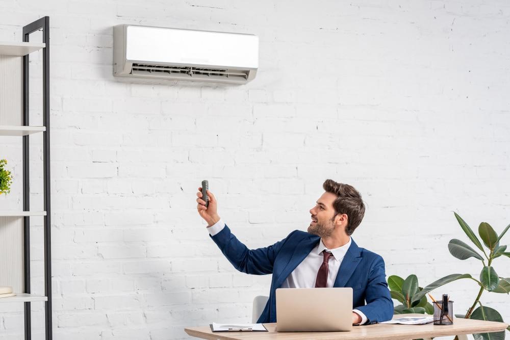 sterowanie klimatyzatorem w biurze